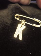 LOVELY GOLD TONE BROOCH INITIAL K WITH SPARKLE SET LETTER ON KILT PIN HANGER